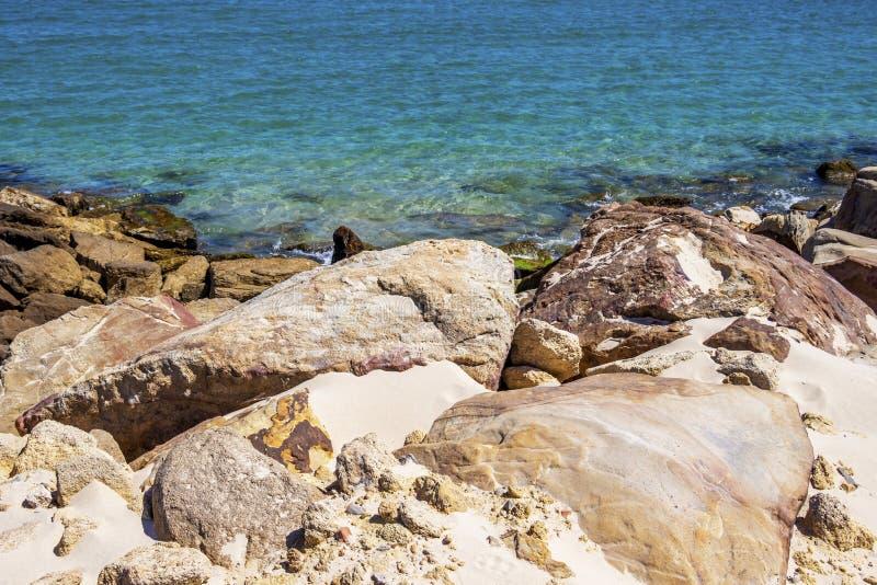 Drogi na grobli Isla De Las Palomas, Andalusia, Hiszpania obraz stock
