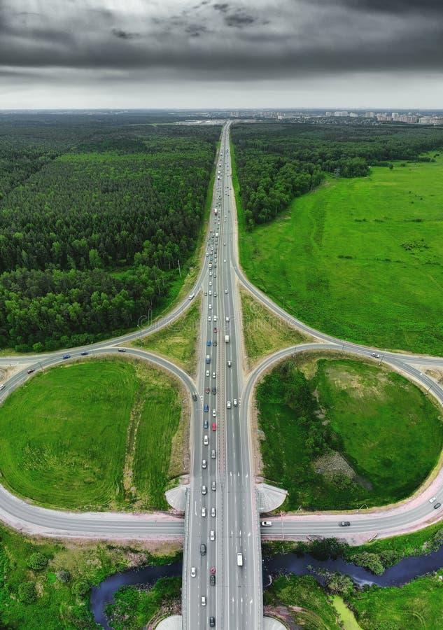 Drogowa autostrada, trutnia powietrzny odg?rny widok zdjęcie royalty free