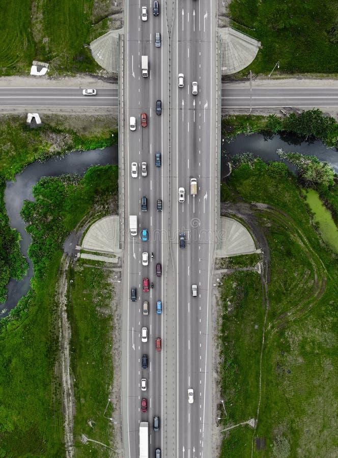 Drogowa autostrada, trutnia powietrzny odg?rny widok fotografia stock