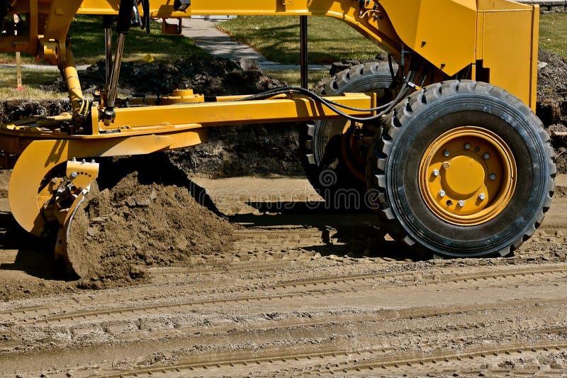 Drogowe równiarki zrównują piasek w budowa drogi projekcie fotografia stock
