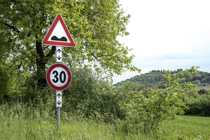Drogowego znaka ostrożności prędkości garbki Naprzód obraz royalty free