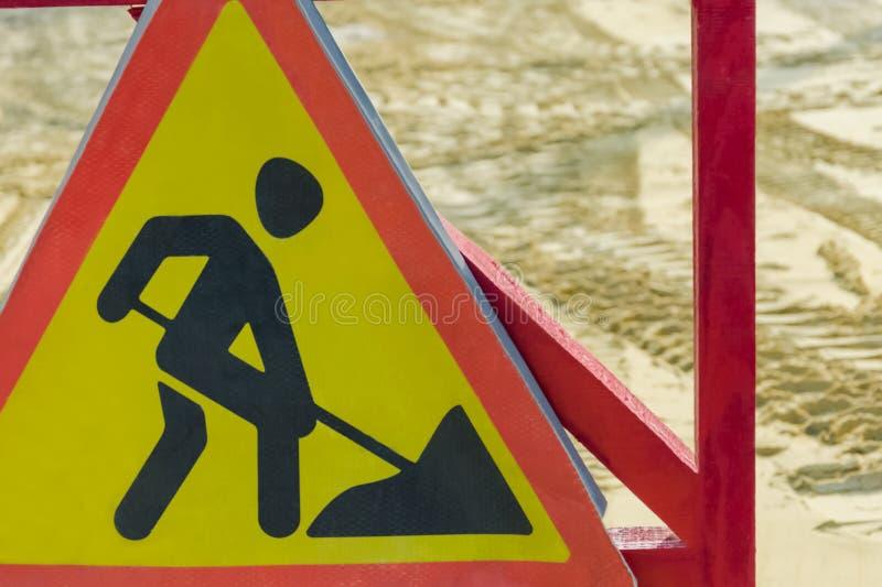 Drogowego znaka ostrzeżenie drogi naprawa obrazy royalty free