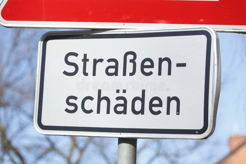 Drogowego znaka ulica uszkadza zdjęcie royalty free