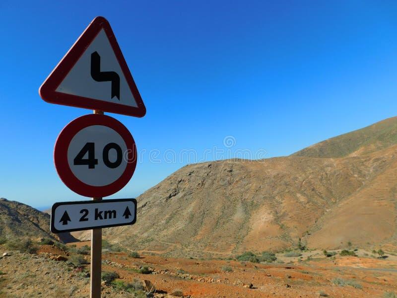 Drogowy podpisuje wewnątrz Fuerteventura zdjęcie royalty free