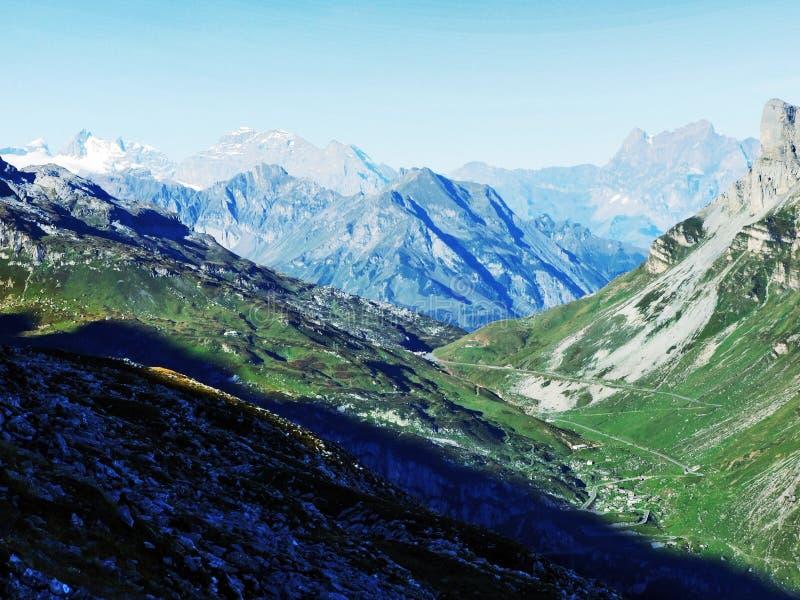 Drogowy przełęcz Klausenpass zdjęcie stock