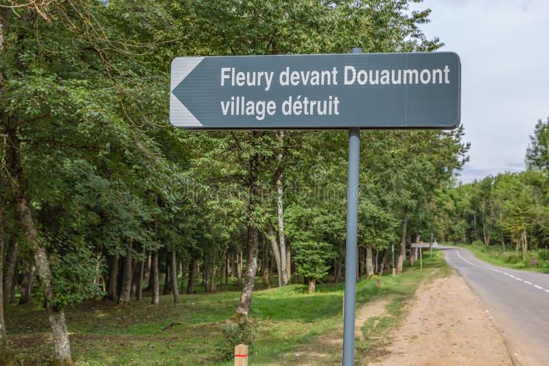 Drogowy znak Fleury, zniszczona Francuska wioska podczas WW1 zdjęcia royalty free