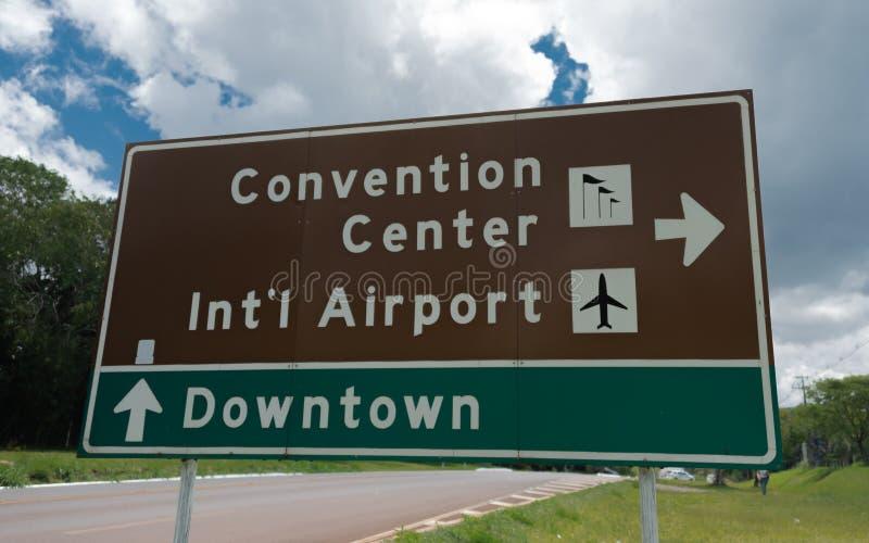 Drogowy znak Konwencjonalny centrum śródmieście Foz i, lotnisko międzynarodowe robi Iguacu miastu obraz stock