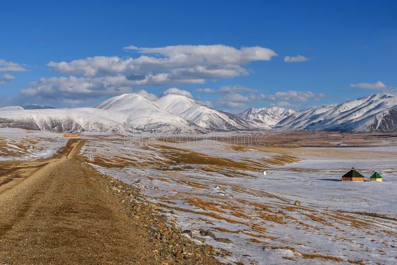 Drogowych gór śnieżna stepowa jesień fotografia royalty free