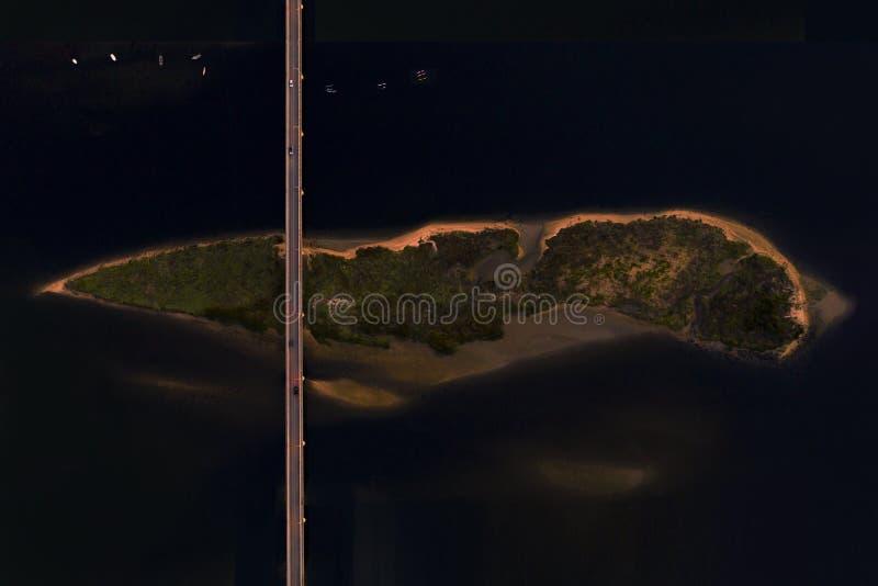 Drohnenansicht der Stadt Esposende während der Nacht in Portugal lizenzfreies stockbild