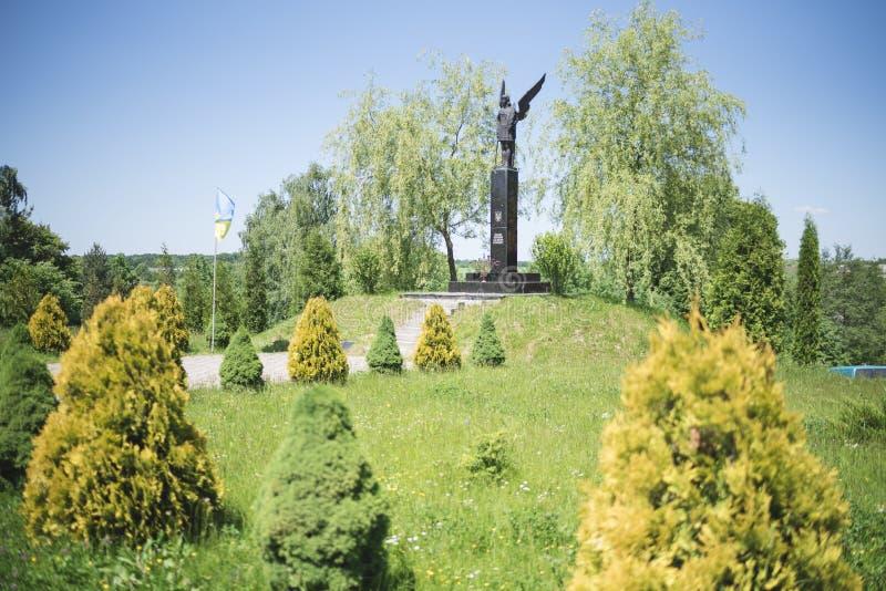 Drohobych, Ucrânia ocidental - 3 de junho de 2017: Monumento da fama aos lutadores para a liberdade de Ucrânia fotos de stock
