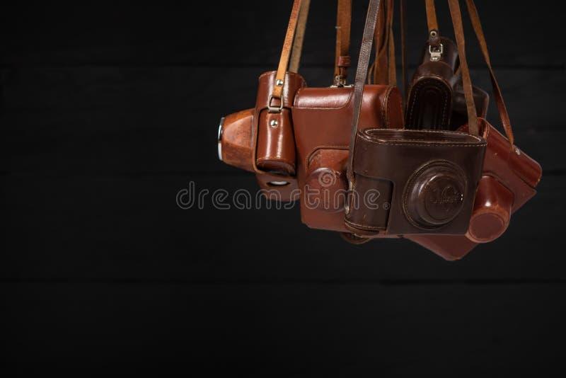 Drohobych, Ukraina - 03 Luty, 2019: Staromodne analogowe 35mm kamery Karmili 2 i Karmili 5, Zorki C i Zorki 4 w brąz skórze, fotografia stock