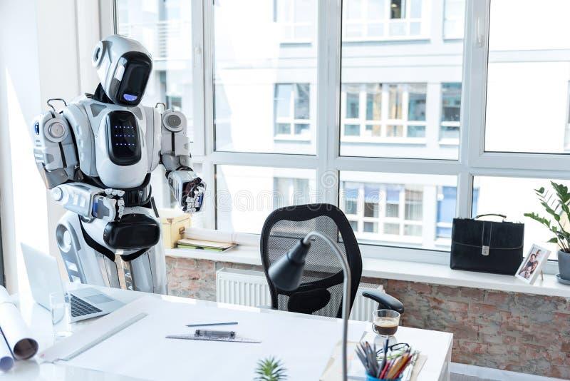 Droid está esperando al empleado fotografía de archivo