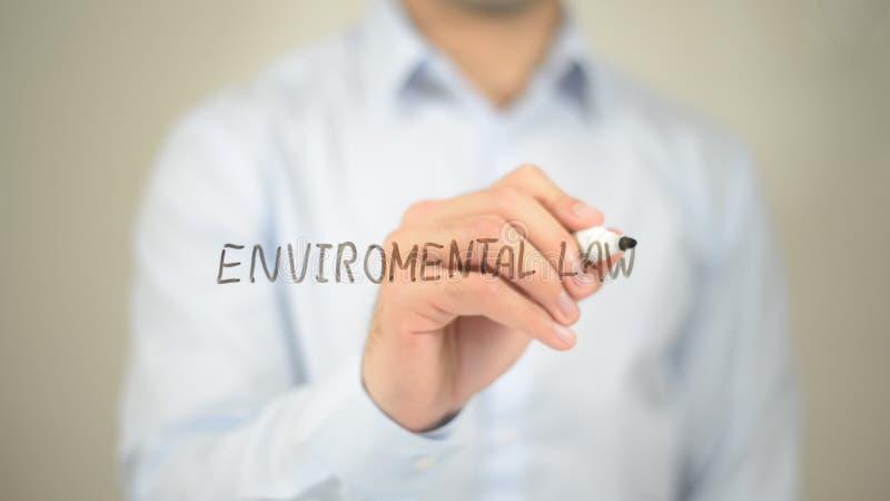 Droit de l'environnement, écriture d'homme sur l'écran transparent photographie stock
