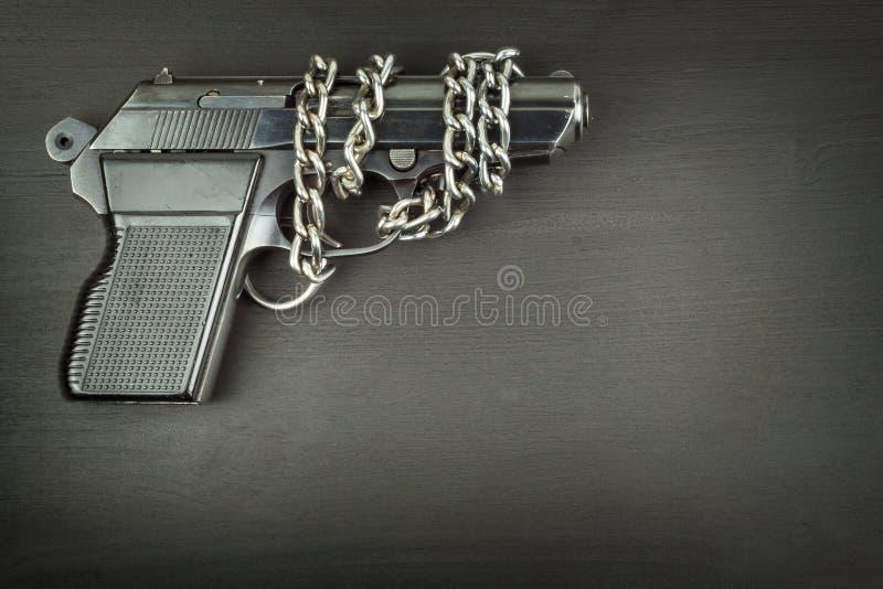 Droit de porter des bras Contrôle de l'armement Détail sur l'arme à feu Endroit pour votre texte Ventes des armes à feu images stock