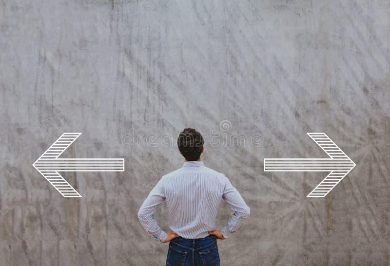 Droit ou gauche, choisissant la direction photo stock