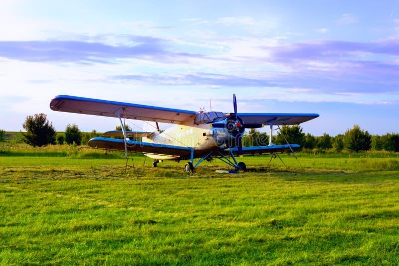 Dromadera samolot dla rozpylać rolniczych pola zdjęcia stock