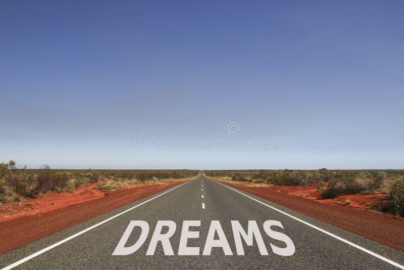 Dromen op de weg worden geschreven die stock foto's