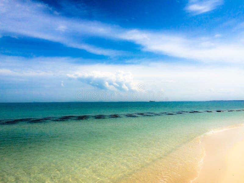 Dromerige de barrièreschaduw van het strandwater royalty-vrije stock fotografie