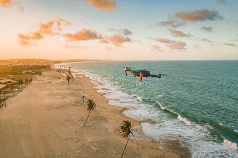 Drone που πετάει πάνω από τη θάλασσα και την παραλία στη Βόρεια Βραζιλία, Ceara, Fortaleza/Cumbuco/Parnaiba στοκ εικόνες