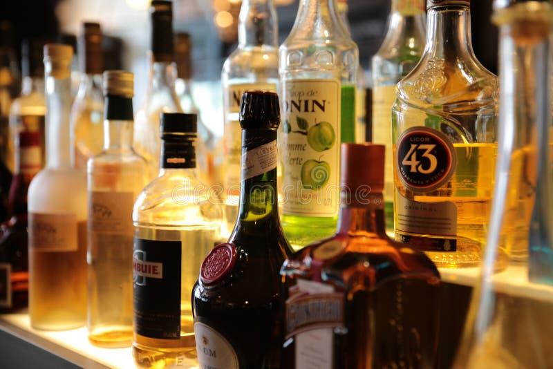 Dronk in DE-bar likeur in de bar royalty-vrije stock afbeelding