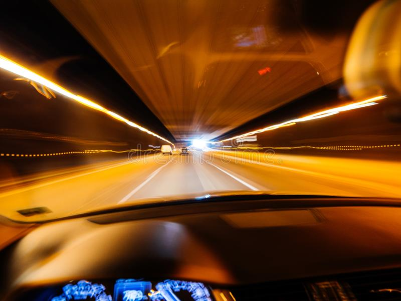 Dronken visie drijfauto binnen tunnel royalty-vrije stock foto's