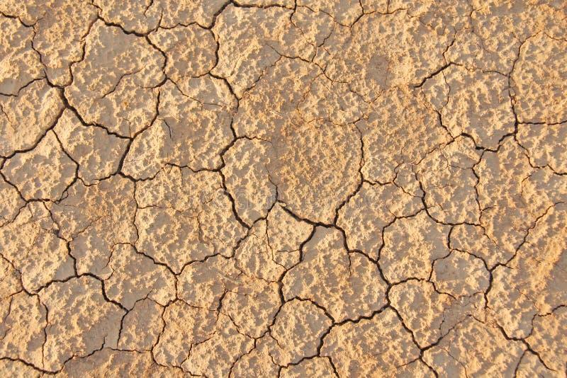 Droog Gebarsten Aarde Gebarsten modderpatroon Grond in barst stock foto's