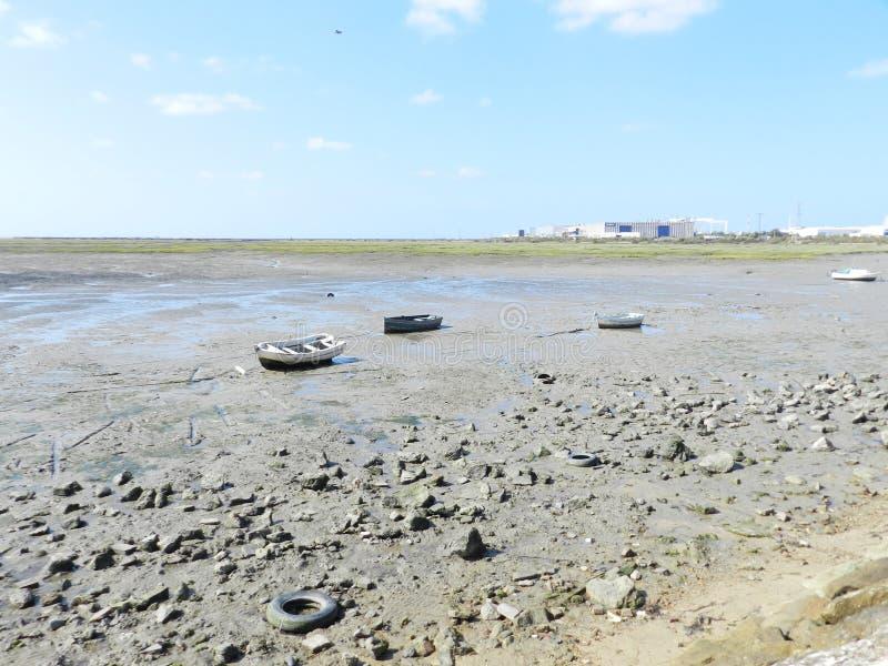 Droog strand in Cadiz stock foto's