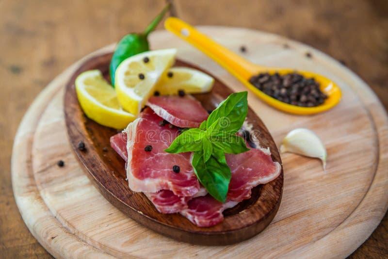 Droog varkensvleesvlees met papper en koel stock fotografie