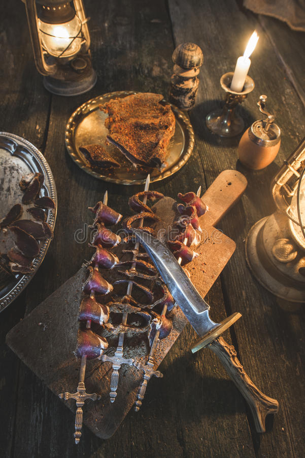 Droog vlees op houten lijst royalty-vrije stock foto's