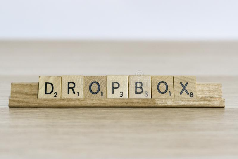 Dropbox - la terminología del diseño web usando se arrastra letras fotografía de archivo