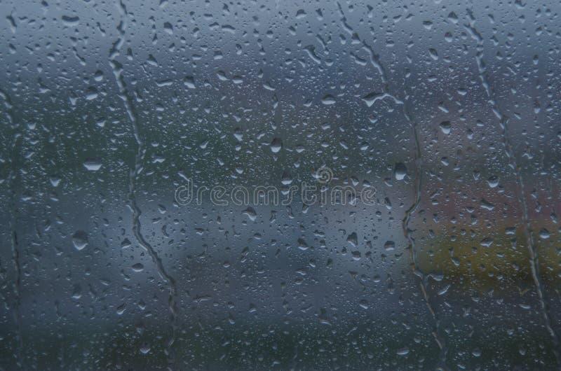 Droppar på fönstret fotografering för bildbyråer