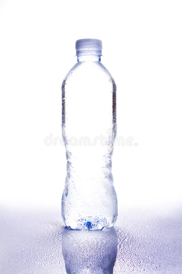 Dropplets 1 de bouteille d'eau photo stock