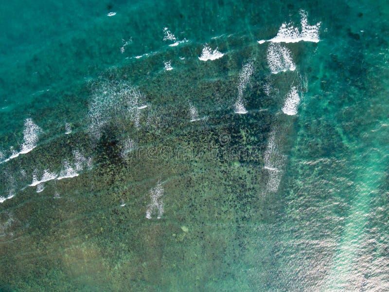 Dropshot del mar tropical esmeralda foto de archivo libre de regalías