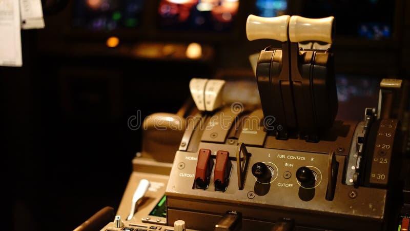 Drossel von Boeing 777 stockfotos