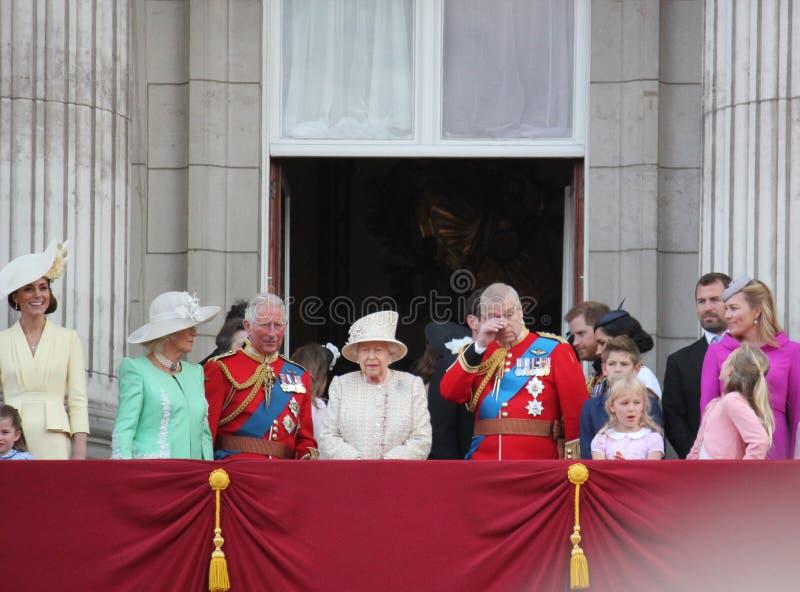 Drottning Elizabeth London UK 8June 2019 - Meghan Markle Prince Harry George William Charles Kate Middleton royaltyfria foton