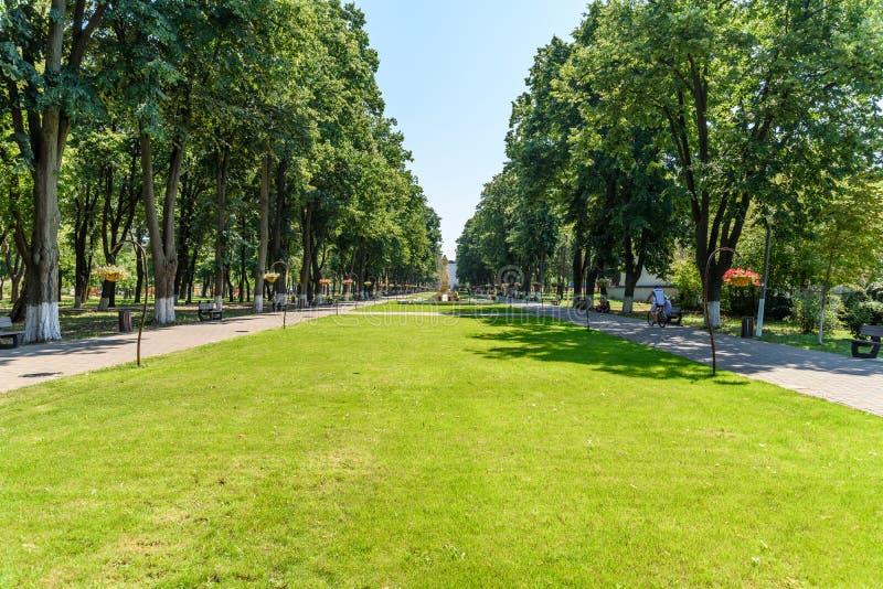 Drottning Elizabeth Park Is One Of som det största offentligt parkerar av den Tecuci staden arkivbilder