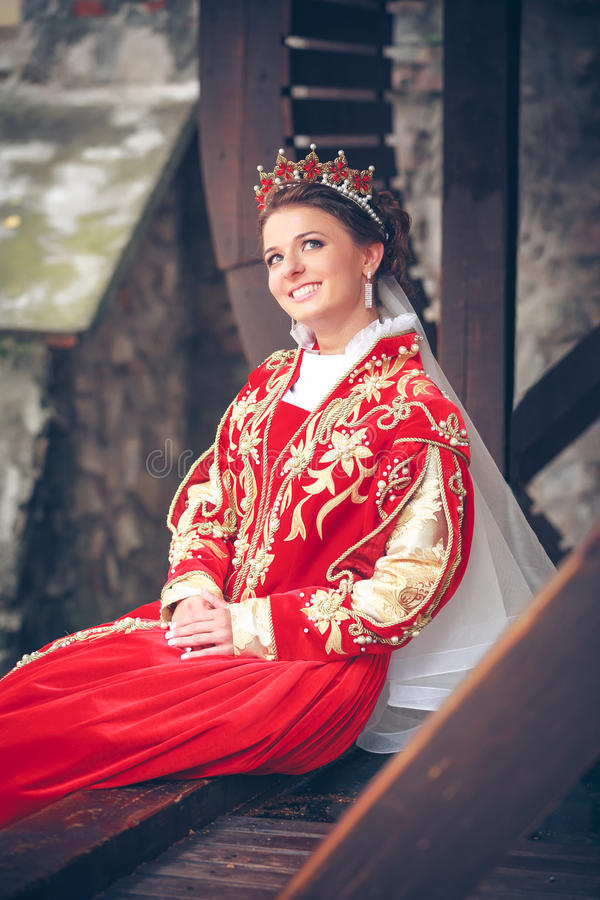 Drottning i den röda klänningen arkivbild