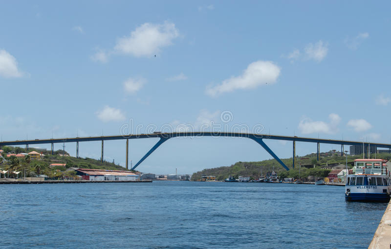 Drottning Juliana Bridge, Curacao arkivbild