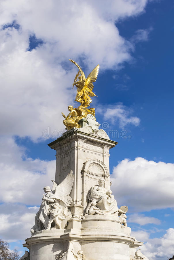 Drottning Victoria Memorial Monument Statue framme av Buckingham P arkivbild