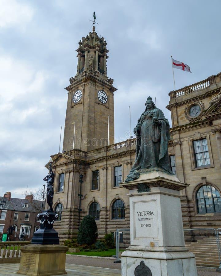 Drottningen Victoria Monument utanför söder skyddar stadshuset royaltyfria bilder