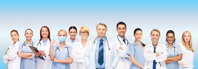 Drużyna lub grupa lekarki i pielęgniarki zdjęcie royalty free