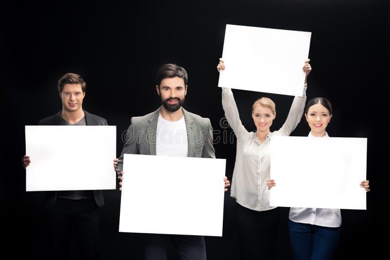 Drużyna ludzie biznesu pokazuje puste karty zdjęcie royalty free