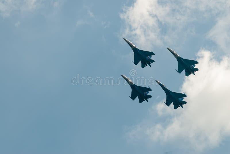 Drużynowa praca rosyjscy wojowników SU-27 rycerze obrazy stock