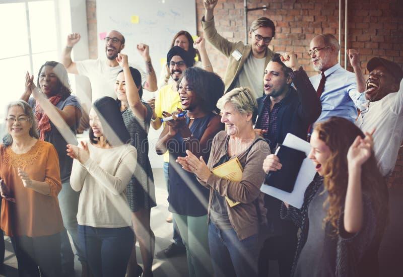 Drużynowy pracy zespołowej spotkania sukcesu szczęścia pojęcie obrazy royalty free