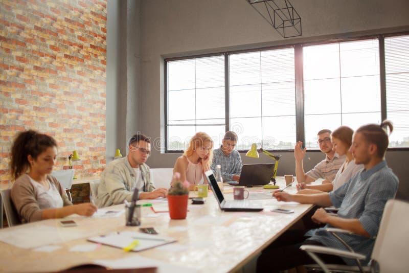 Drużynowy spotkania Brainstorming planowanie Analizuje pojęcie zdjęcia royalty free