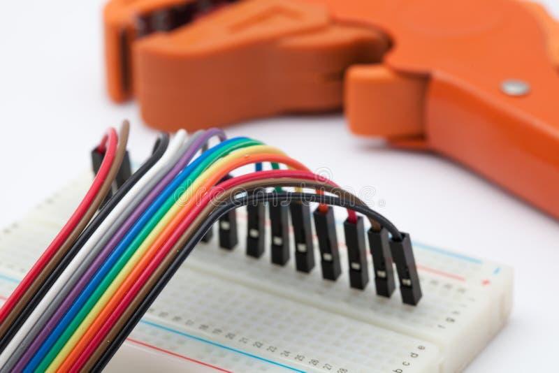 Druciany krajacz i kolor elektronika pełny drut obrazy stock
