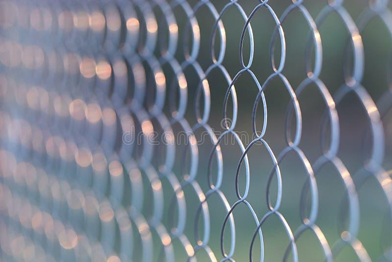Druciany metalu siatkarstwa ogrodzenie zdjęcia stock