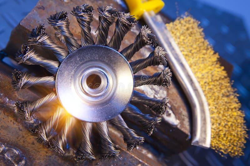 Druciany muśnięcie dla machinalnego cleaning metal fotografia stock
