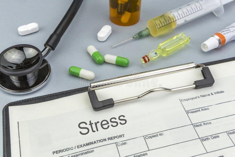 Druck, Medizin und Spritzen als Konzept lizenzfreie stockfotos