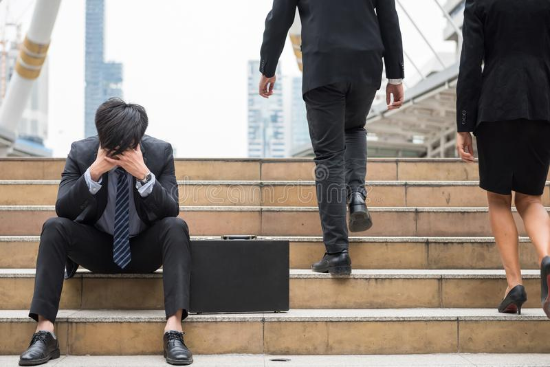 Druck-trauriger Geschäftsmann in der Stadt lizenzfreies stockbild